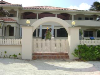 Beautiful Beachfront 2bed/2bath San Pedro Belize