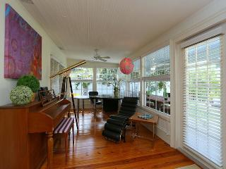 BEACH NEST ***Pool*Hottub*Dock*Steps to Gulfside beach* Shelling*SPOIL YOURSELF!