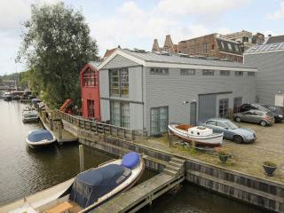 The Boat House Apartment in Centre of Amsterdam