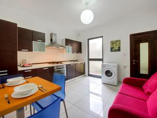 AP2 - 5 min to Centre and Beach!, Marsaskala