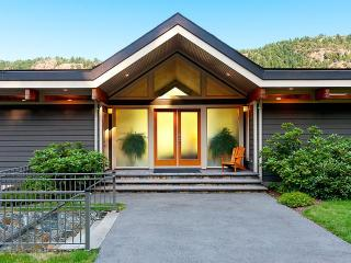 Tranquil Malahat Waterfront Retreat Awaits You