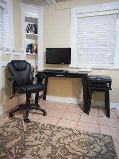 Fully equiped office with wireless printer, LCD monitor, keyboard and mice