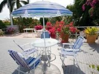 Jamaica's Anchorage B&B : Bougainvillea Apartment, Kingston