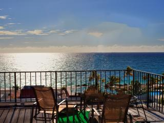 Near Port Lucaya Oceanfront 2 Bed/ Beautiful Beach, Lucayan National Park