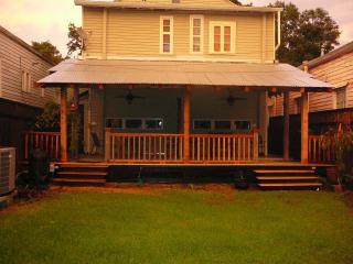 2 BR Vict. House - Garden District