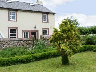 THE OLD POST OFFICE, romantic base, with woodburner, near mountains and River Irt, in Santon Bridge, Ref 16401