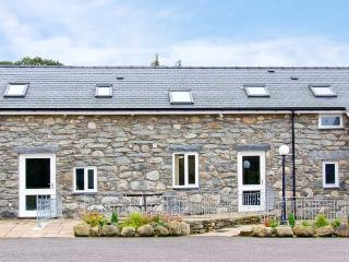 TEGID COTTAGE, en-suite, pet friendly, mountain views, near Bala Ref 20309