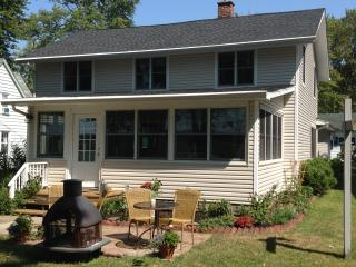 Lake Front Home close to snomobile trails!, Bemus Point