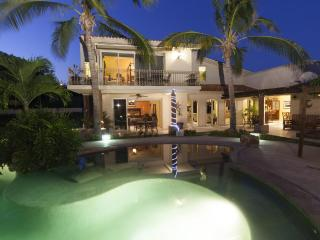 Luxurious Family/Party Private Villa minutes from Cabo, Cabo San Lucas