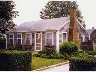 2 Bedroom 1 Bathroom Vacation Rental in Nantucket that sleeps 4 -(10151)