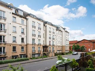 Hopetoun Village Apartment - free parking and wifi, Edimburgo