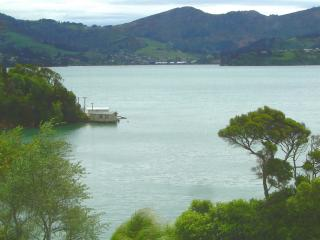 Self contained Waterside Apartment Otago Peninsula