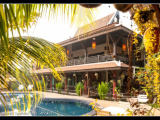 Beautiful Cambodian Mansion, 6 rooms sleeps 14