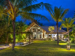Luxury Bali Beach Villa with 4 bedrooms and staff