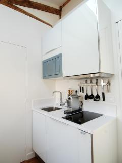 A well equipped kitchenette allows you to enjoy foods from local markets at home