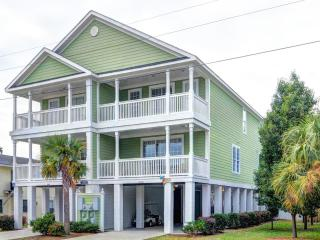 Surfside Beach Luxury Beach House, Walk to Beach, Private Heatable Pool