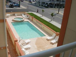 Carousel Pool
