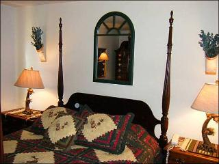 Cozy & Charming Condo - Great for a Romantic Getaway (1230), Crested Butte