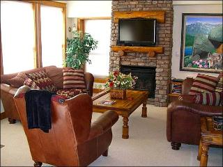Black Bear Condo with Upscale Decor - Mountain & Valley Views (1237), Crested Butte