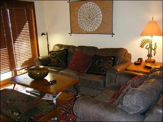 Charming and Cute Condo - One Block from the Shuttle Stop (1276), Crested Butte