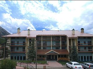 Beautiful Unit with Sleeping Loft - Cozy and Comfortable Accommodations (1292), Crested Butte
