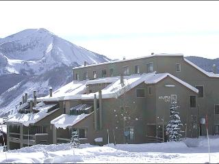 Wonderful Mountain Edge Condo - Easy Access to the Shuttle (1305), Crested Butte