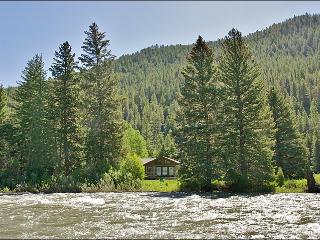 Located Directly on the Gallatin River - Cozy & Comfortable, Great Value (1052), Big Sky