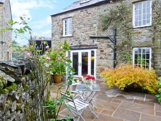 THE GRANARY romantic retreat, woodburning stove, stunning views in Reagill Ref 20541