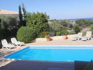 Luxury villa, large pool, sea views, 5 mins beach, Paphos