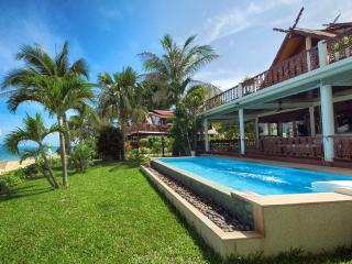 SPLENDID VILLA on the beach w/ private pool 8Pers.
