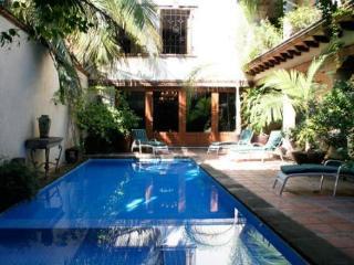 Piscina de 5BA de Casa Daniela A cierto estilo Hacienda 4Brs, Sayulita