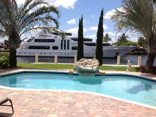Villa Maria Waterfront family-Home, heated pool,, Lauderdale by the Sea