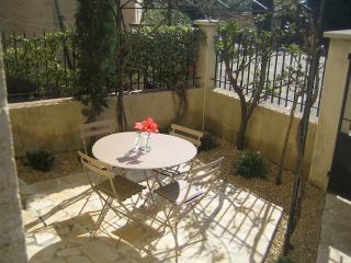 Le Petit Jardin, Spacious 2 Bedroom Rental in Sablet, Provence
