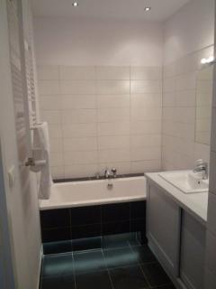 Bath tub in Bathroom number 1 of 2