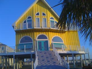 'Big House' Now Sleeps 14, Private Pool With Slide, Navarre