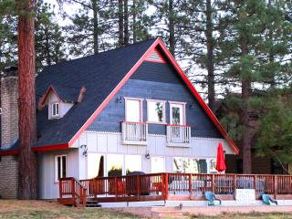 Laken Haus, Best house on the Lake with dock!!!, Big Bear Region