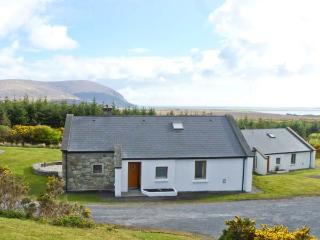 SLIEVEMORE COTTAGE, single storey pet friendly cottage with sea views, open fire, garden Achill Island Ref 12474, Isla de Achill