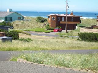 Moonstruck Mermaid-ocean view-pet friendly-hot tub, Waldport