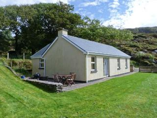 THE BAY, pet friendly, single-storey, open fire, sea view, garden in