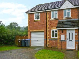 18 MILLERS VIEW, cosy cottage, close amenities, near Alton Towers and National Park, in Cheadle Ref 16881