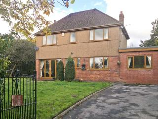 DARREN HOUSE, detached cottage, with two sitting rooms, two bathrooms, enclosed garden, parking, in Heol-y-Cyw, Ref 18583
