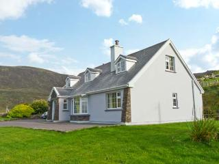 CARRAIG OISIN, detached cottage, open fire, off road parking, garden, in Waterville, Ref 20190