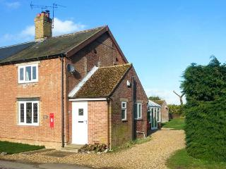 KEEPER'S COTTAGE pet-friendly, countryside location, close to Thetford Forest in Beachamwell Ref 20391