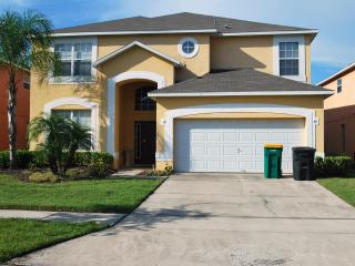 Newly Renovated, Forest View, 7 Bedroom Home and only 10 minutes to Disney, Kissimmee
