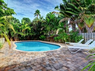 2 bedroom house with Sleeper Sofa and HUGE POOL, Fort Lauderdale