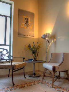 YELLOW Apartment - Sitting Corner
