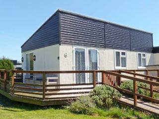 7c MEDMERRY PARK HOLIDAY VILLAGE, close beach, swimming pool, play area, Earnley Ref 19524