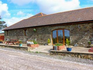 THE DAIRY, single-storey cottage, open plan living area, country views, near Llanmorlais Ref 19775