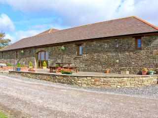 THE STALL, single-storey cottage, open plan living area, country views, near Lla