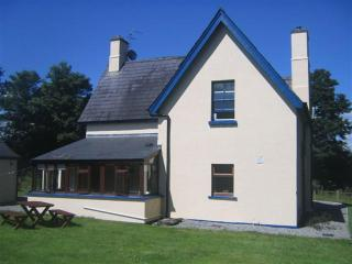 Temple House cottage - charming rental, Sligo